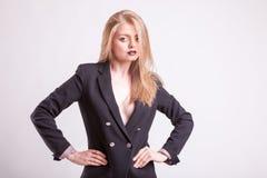 Sexig kvinna med ingen behå i modedräkt Royaltyfria Bilder