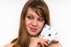 Sexig kvinna med pokerkort Arkivbild