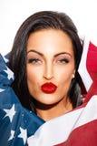 Sexig kvinnaståendebeläggning med USA flaggan Royaltyfria Bilder