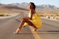 sexig kvinnayellow för klänning Royaltyfri Fotografi