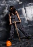Sexig kvinnlig gruvarbetarearbetare med spetshackan, i overaller över hans nakna kropp erotiskt branschbegrepp royaltyfri bild