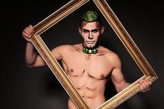 Sexig man med den målade framsidan för allhelgonaaftonparti royaltyfri foto
