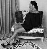 Sexig modell för kvinnatappningbarn arkivfoton
