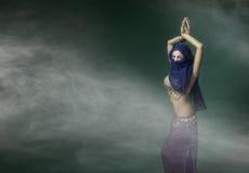 Sexig rörelse för magdansös Royaltyfri Fotografi