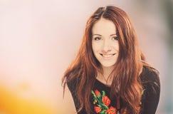 Ukrainsk kvinnastående Arkivfoton