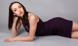 sexig stram kvinna för klänning Arkivfoton