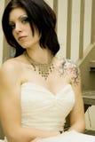 sexig tatueringkvinna för brud- klänning royaltyfri bild