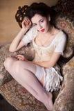 Sexig ung kvinna för tappning i korsett Royaltyfri Foto