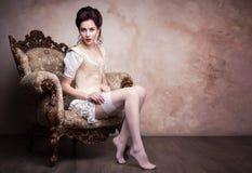 Sexig ung kvinna för tappning i korsett Fotografering för Bildbyråer