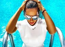 Sexig varm modell i swimwear Arkivfoton
