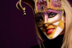 sexig violett kvinna för maskeringsdeltagare Arkivfoton