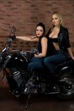 Sexiga flickor på motorbiken Arkivbilder