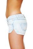 sexiga kortslutningar för jean som slitage kvinnabarn Royaltyfria Bilder