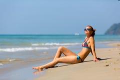 Sexiga kvinnor som solbadar i Thailand Royaltyfria Foton