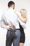 Sexiga par man som rymmer en koppel Hundhalsband Fotografering för Bildbyråer