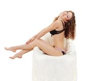 sexiga sittande unga underkläderkvinnor Royaltyfri Foto
