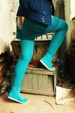 sexiga strumpor för blåa ben Arkivbilder