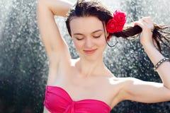 Sexigt duscha för kvinna royaltyfria foton