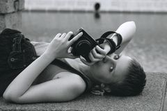 sexigt kvinnabarn för kamera Royaltyfri Fotografi