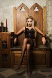 sexigt spela vamp kvinnan Royaltyfri Foto