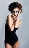 Sexiness et sensualité - femme intelligente sexy de vamp photo stock
