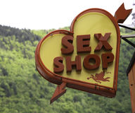 Sexshopen undertecknar in Brasov Rumänien Royaltyfri Bild