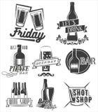 Sexta-feira é hora de beber Grupo do vetor de etiquetas do partido do fim de semana no estilo do vintage Crachás, emblemas e logo ilustração do vetor