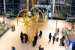 Sexta-feira 22 de dezembro de 2017, Dublin Ireland - pessoa em chegadas do terminal 2 Foto de Stock