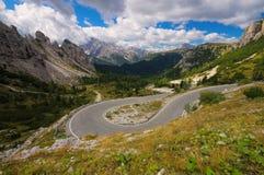Sexten Dolomites i Italien som är slingrande Royaltyfria Foton