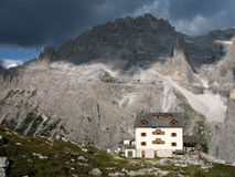 Sextener dolomite: Zsigmondy mountain hut Stock Images