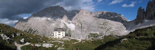 Sextener dolomite: Zsigmondy mountain hut Stock Photography