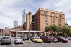 Sexto museu do assoalho na plaza de Dealey em Dallas, EUA foto de stock
