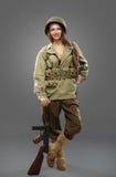 Sexuell flickasoldat med kulsprutepistolen Royaltyfria Bilder