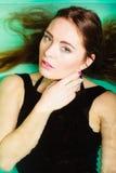 Sexuell posera kvinna i vatten Royaltyfria Bilder