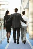 Sexuelle Belästigung der Büroräume mit drei Personen Stockfoto