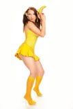 Sexuelles Mädchen des Gesichtes im Gelb Lizenzfreie Stockfotografie
