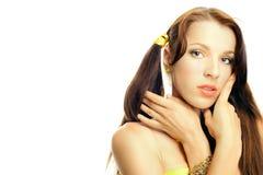 Sexuelles Mädchen des Gesichtes im Gelb Lizenzfreies Stockbild