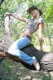 Sexuelles Mädchen im Cowpunchertuch Stockfoto