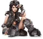 Sexuelles schönes Mädchen ist in der wilden Art der Mode Lizenzfreie Stockbilder