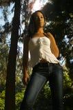 Sexy Afrikaans-Amerikaanse meisje status Royalty-vrije Stock Foto's
