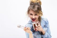 Sexy anziehendes kaukasisches blondes Mädchen Stockfoto