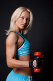 Sexy atleet het opheffen gewichten Stock Foto