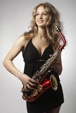 Sexy attraktive Frauen mit Saxophon Lizenzfreies Stockfoto