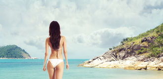 Sexy back of young beautiful brunette on the beach Royalty Free Stock Photos