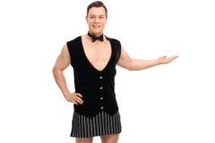 Sexy barman in een vest en een schort stock fotografie