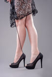 Sexy Beine mit Peitsche Stockfotos