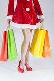 Sexy Benen van Kaukasische Vrouwelijke Santa With Shopping Bags Royalty-vrije Stock Fotografie