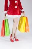 Sexy Benen van Kaukasische Vrouwelijke Santa With Shopping Bags Stock Afbeelding