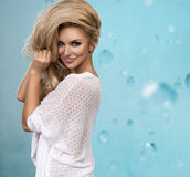 Sexy bezaubernde junge blonde Frau Lizenzfreie Stockbilder