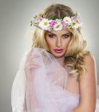 Sexy bezaubernde junge blonde Frau Stockfotos